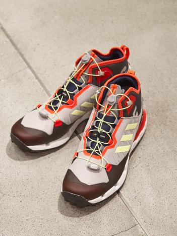 【White Mountaineering】adidas TE スニーカー
