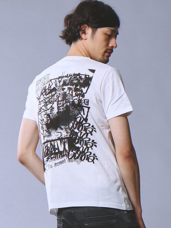 グラフィックバックプリントクルーネックTシャツ