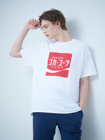 AT-SCELTA Select (MEN'S) - 【SY32】101170 SY32 × COCA-COLA COLLABORATION Tシャツ