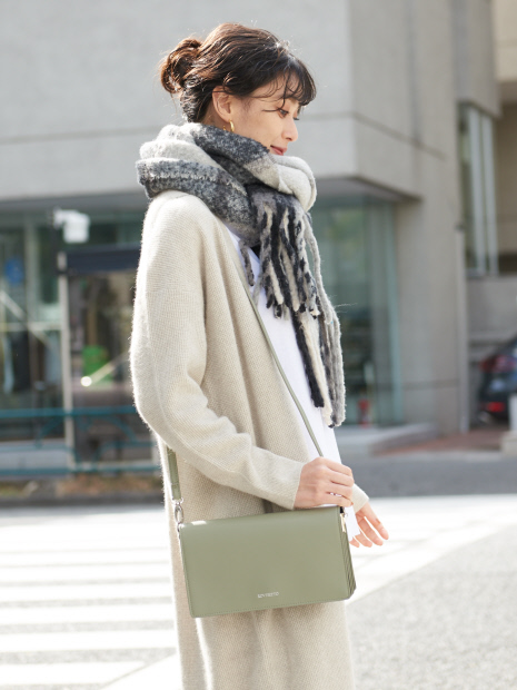 【ROVERETO】2WAYスクエアスムースレザーバッグ