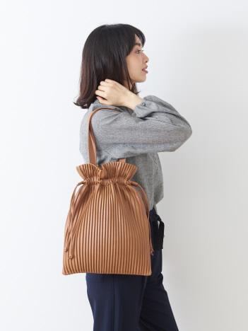 collex - フェイクレザープリーツ巾着バッグ