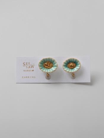 【SEESAW WORKS】貝殻のようなお花イヤリング