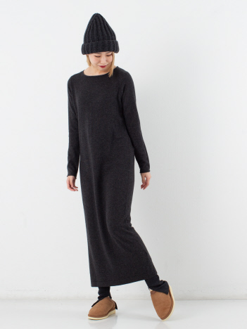 【ALLUDE】クルーネックワンピース